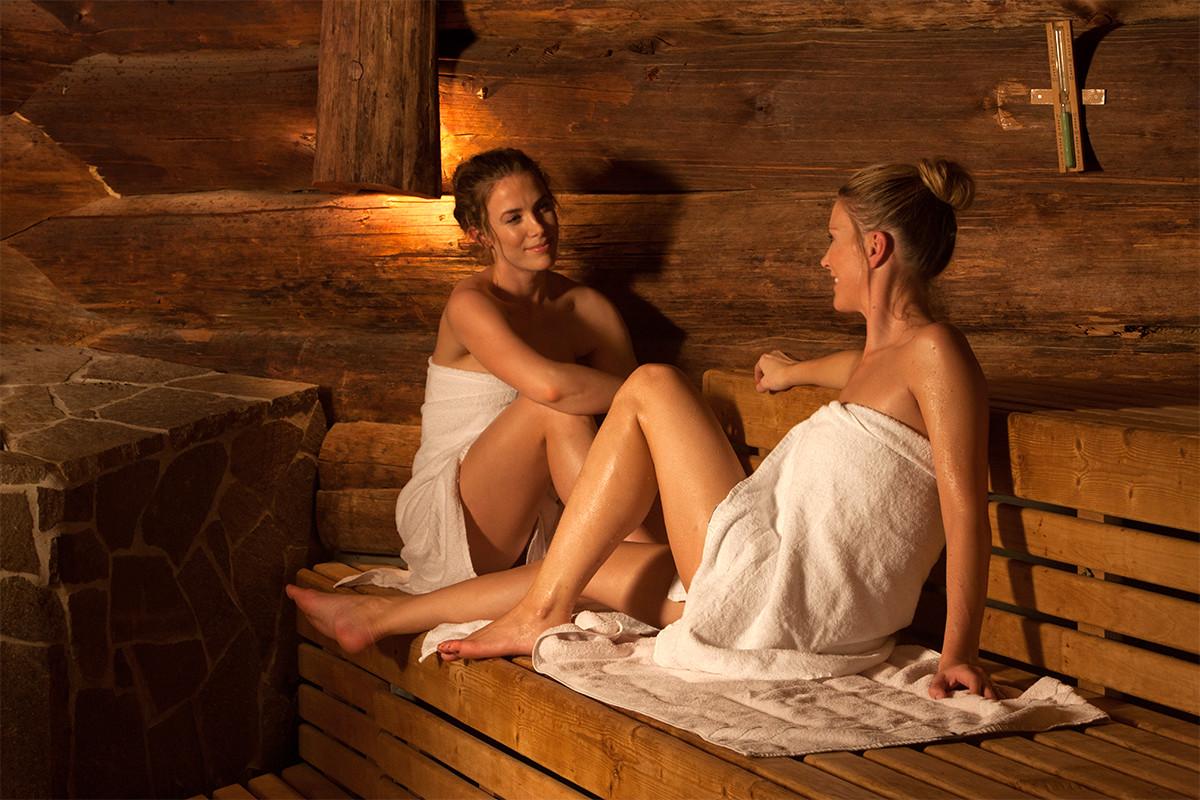 Зрелые лесбиянки в бане, ирина новикова голая