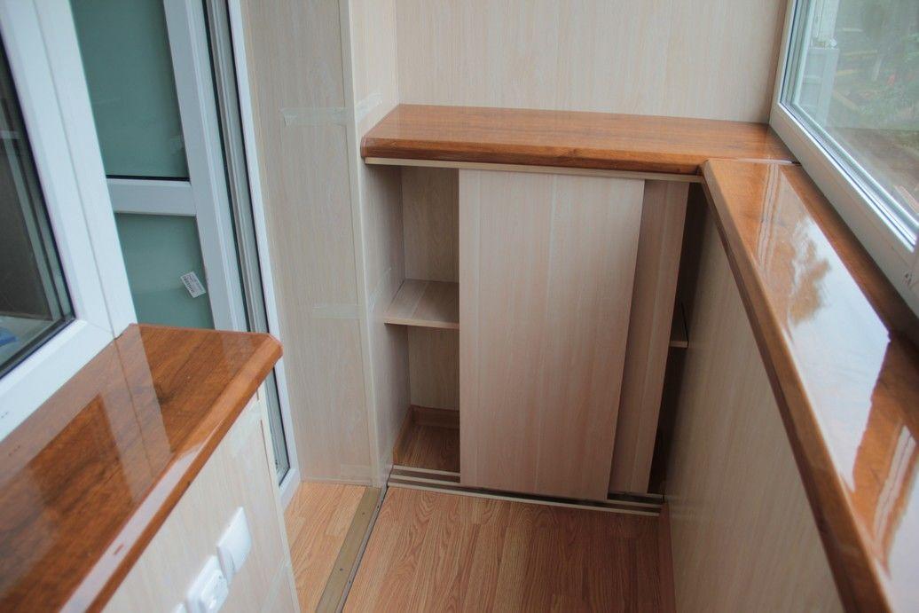 Угловой шкаф на балкон (32 фото): встроенные модели на лоджи.