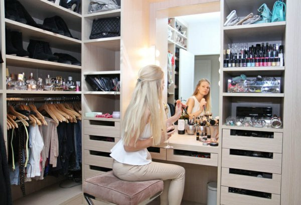 Гримерный столик с зеркалом и подсветкой: туалетный зеркальн.