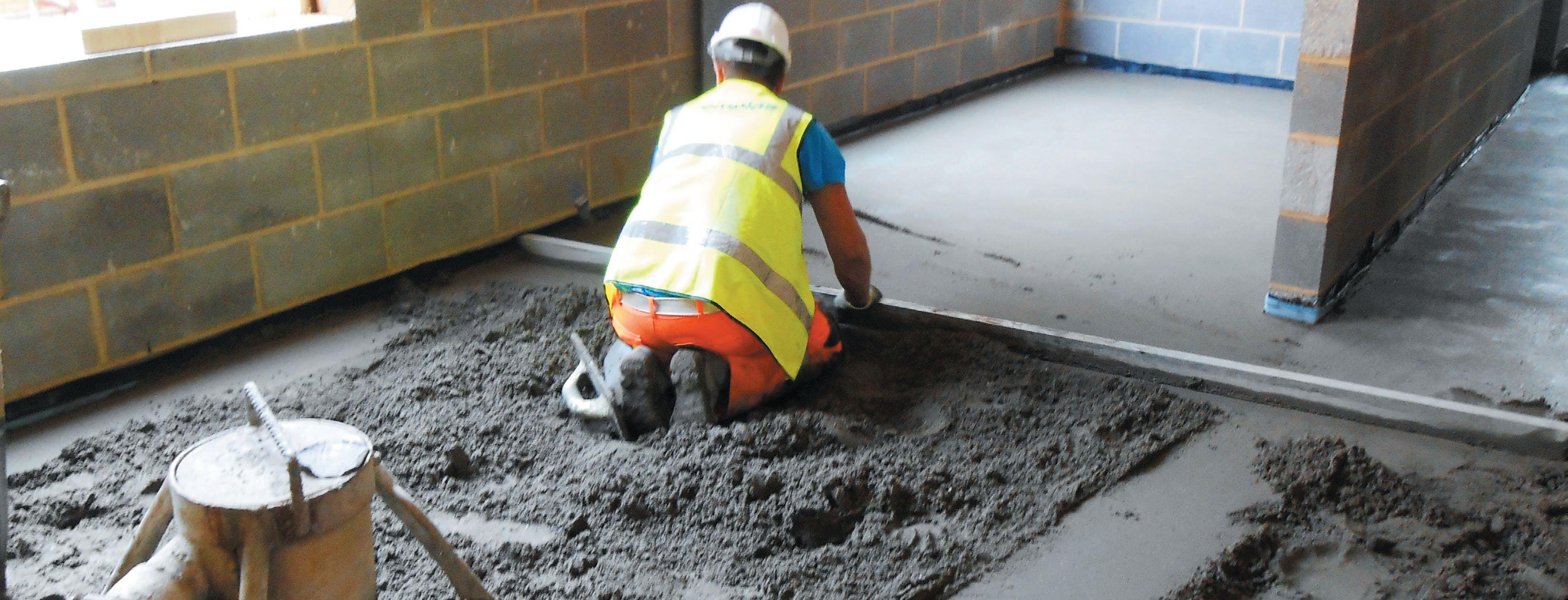 выравнивание полов с аоследующем наложением бетона