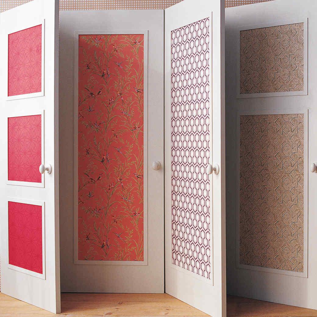 Декор двери обоями своими руками