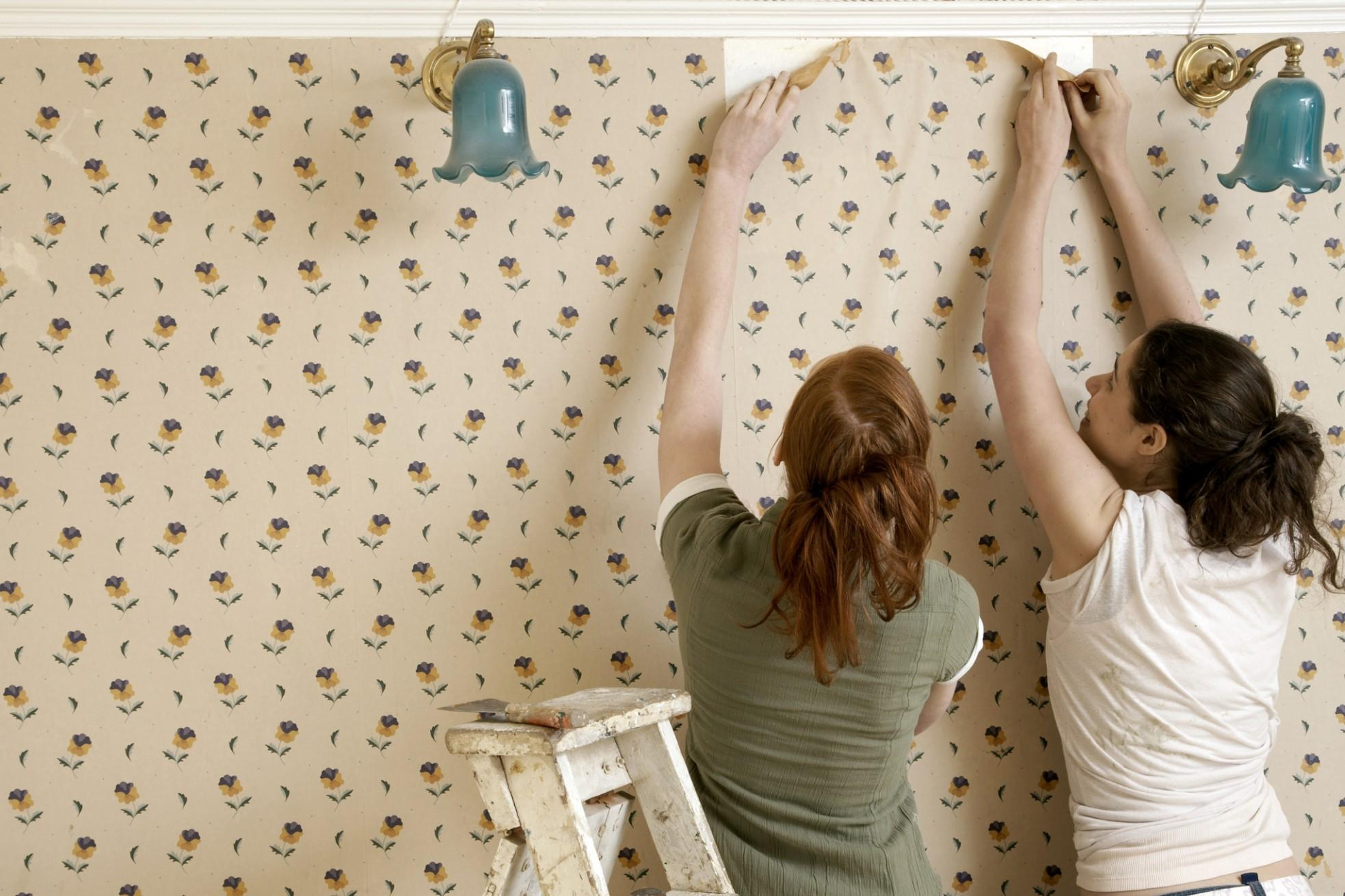 Подготовка стен к поклейке обоев (45 фото): как подготовить и чем обработать стены перед поклейкой, подготовка потолка перед поклейкой своими руками