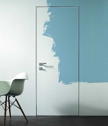 Как правильно покрасить дверь из сосны