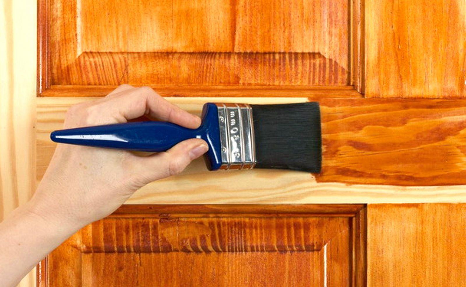 Как покрасить дерево или деревянную поверхность своими руками 25