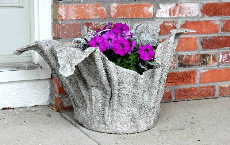 Как сделать своими руками вазоны из цемента для уличных цветов 53