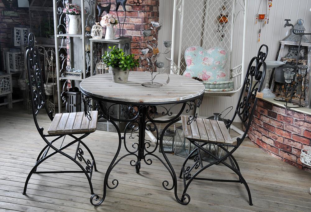 Кованые столы (38 фото): маленькие столики со стеклом, дерев.