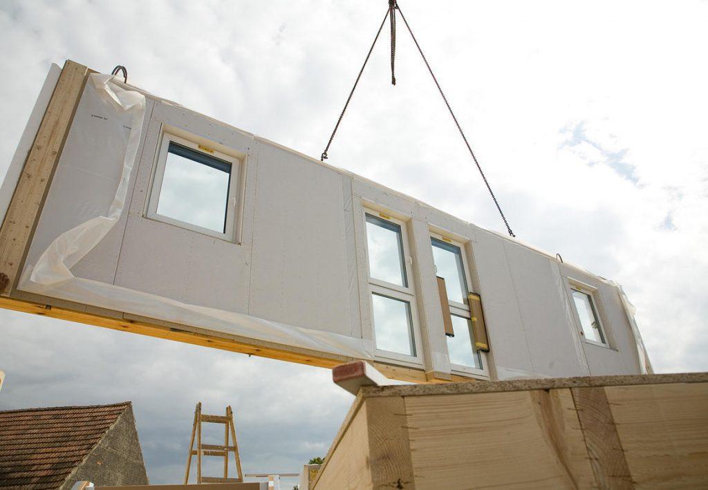 Монтаж стены каркасно-панельного дома