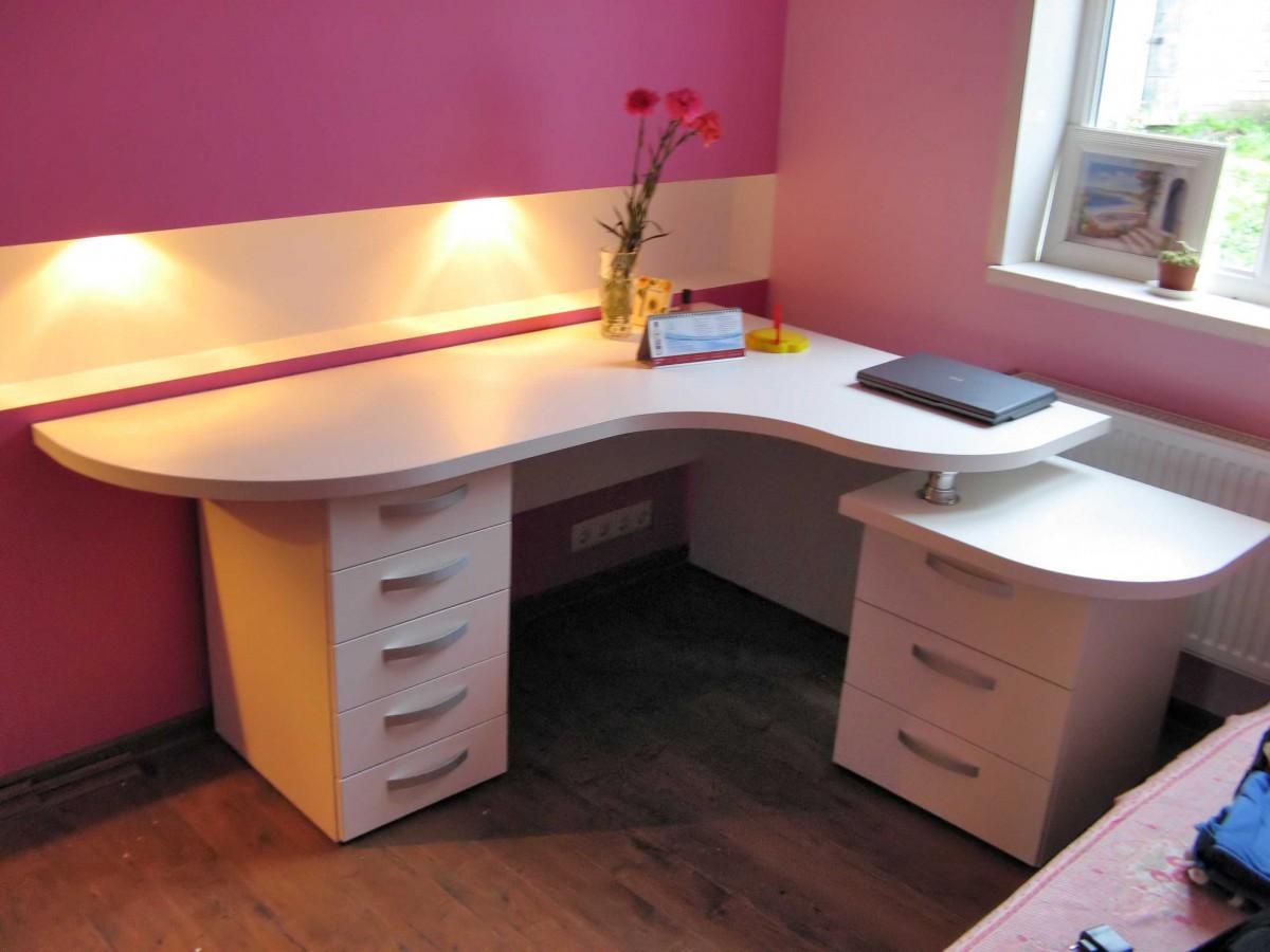 Белый стол компьютерный (50 фото): рабочая конструкция для к.