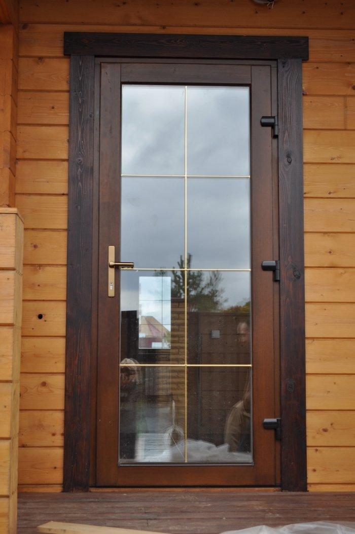 Дверь входная пластиковая grunder 70 двустворчатая остекленная.