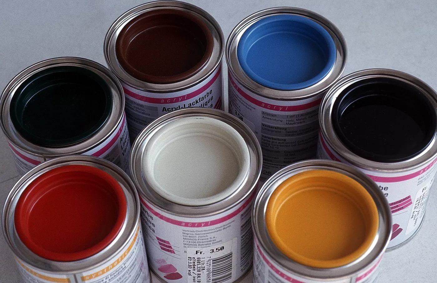 Акриловая краска для дерева: особенности выполнения внутренних работ
