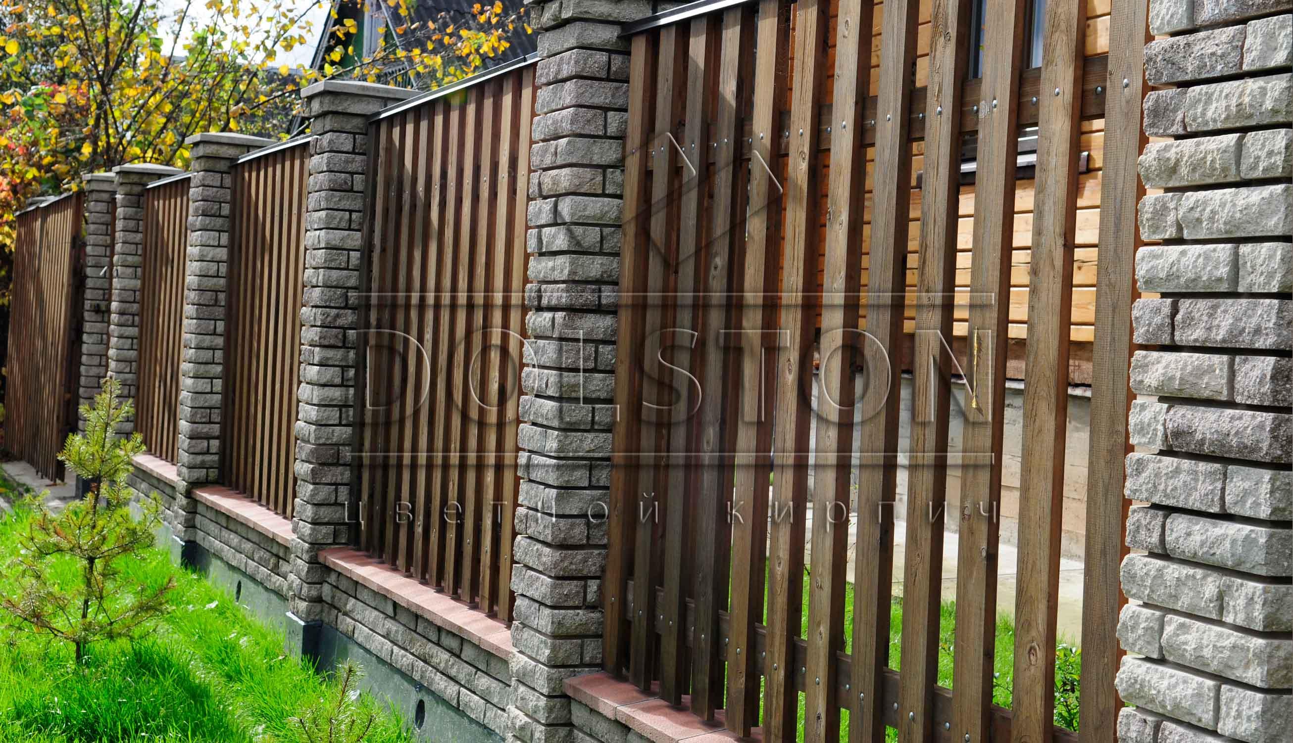 Забор кирпич и дерево своими руками