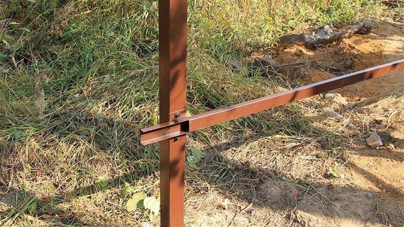 чем заменить столбы на заборе