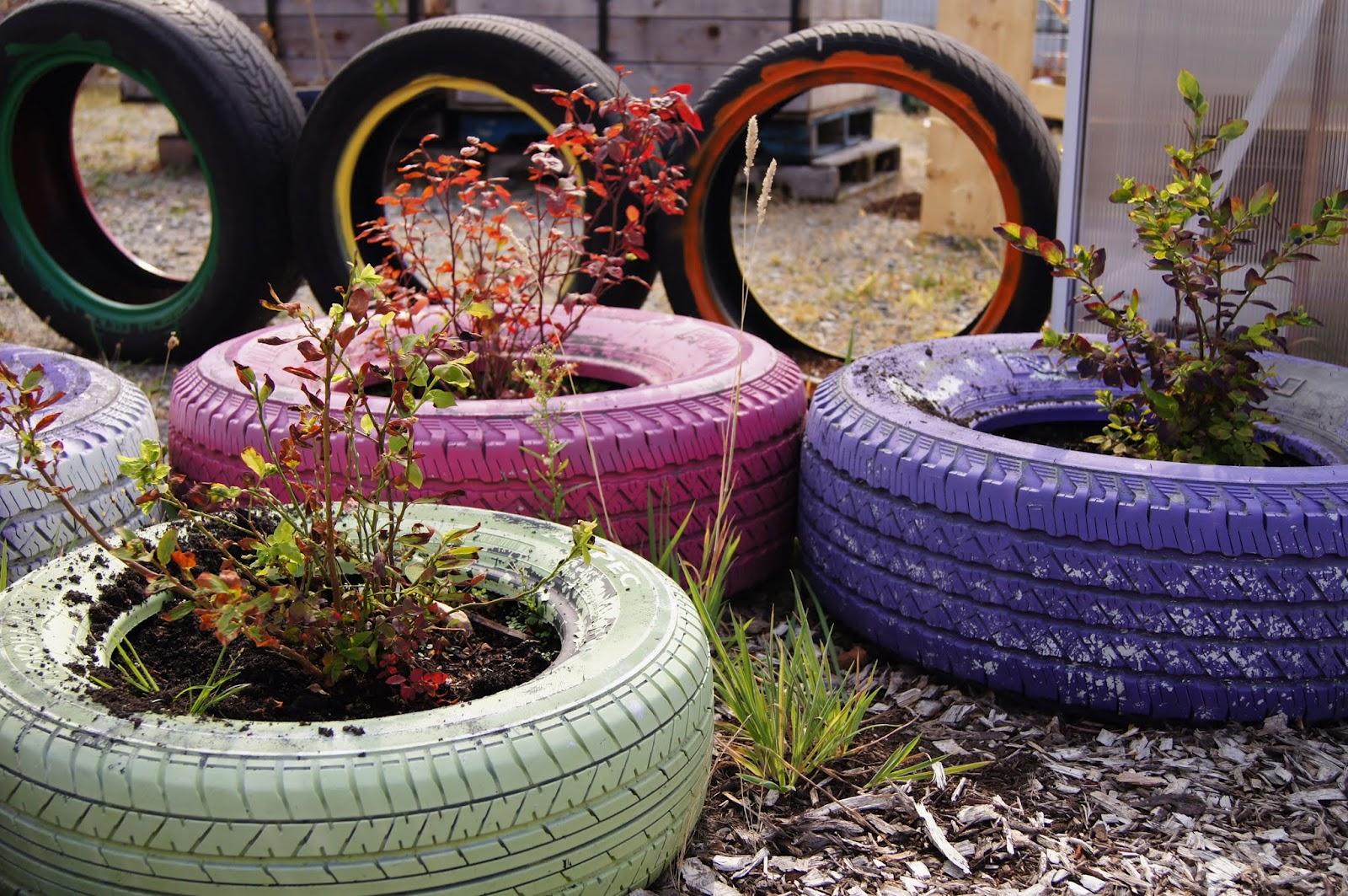 Что можно сделать из отработанных шин на даче своими руками фото 36