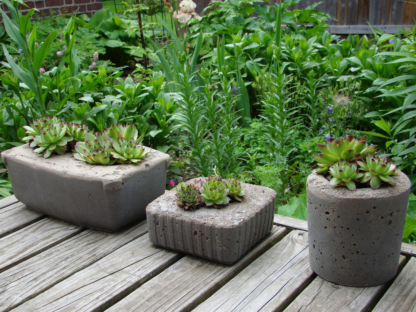 Уличные вазоны своими руками: деревянные, бетонные, фото 41