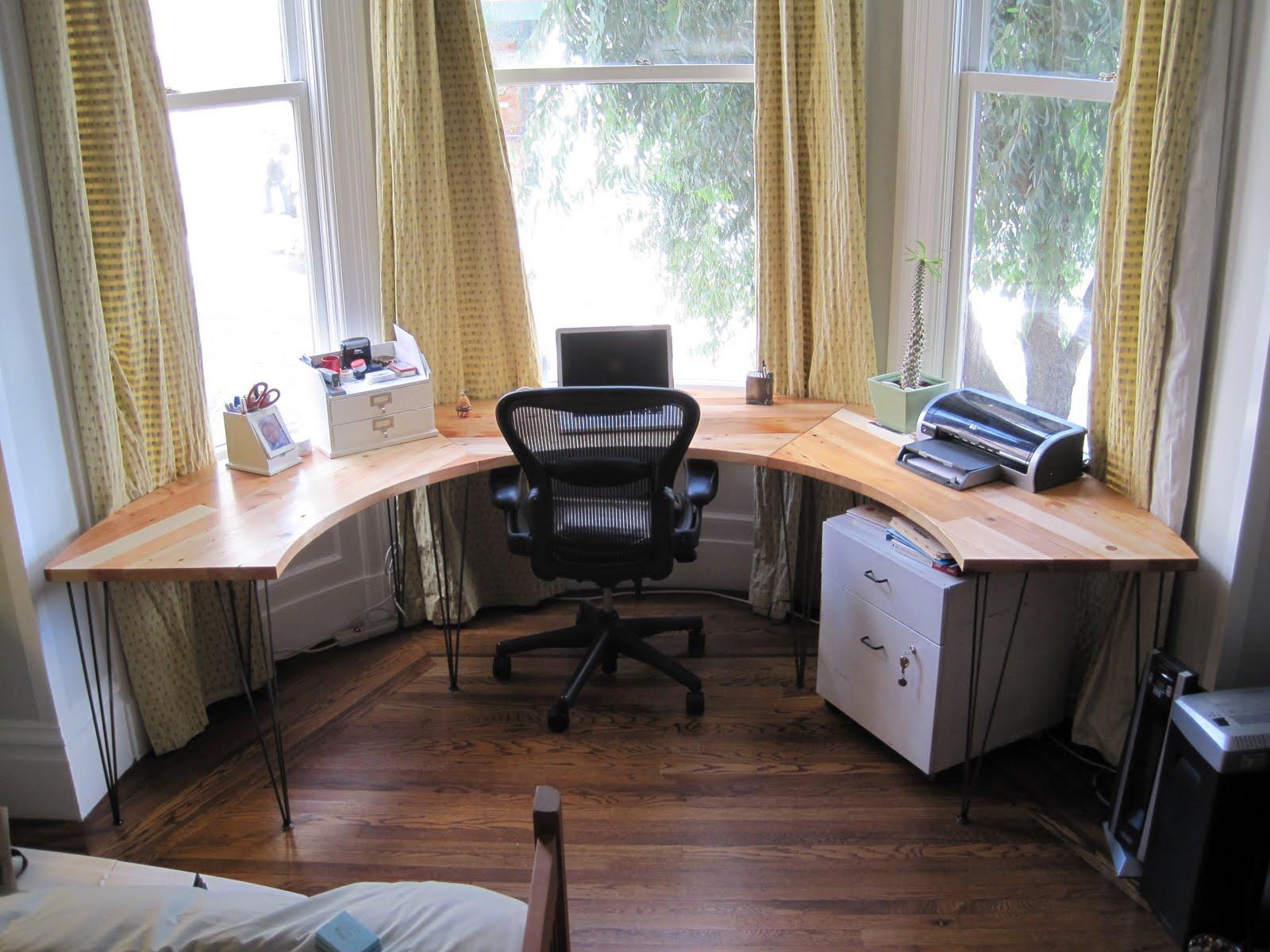 Дизайн гостиной с эркером (55 фото): оформление интерьера ко.