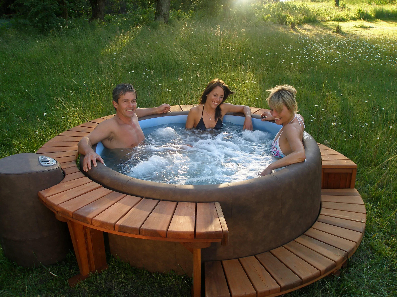 Беседка с крытым бассейном