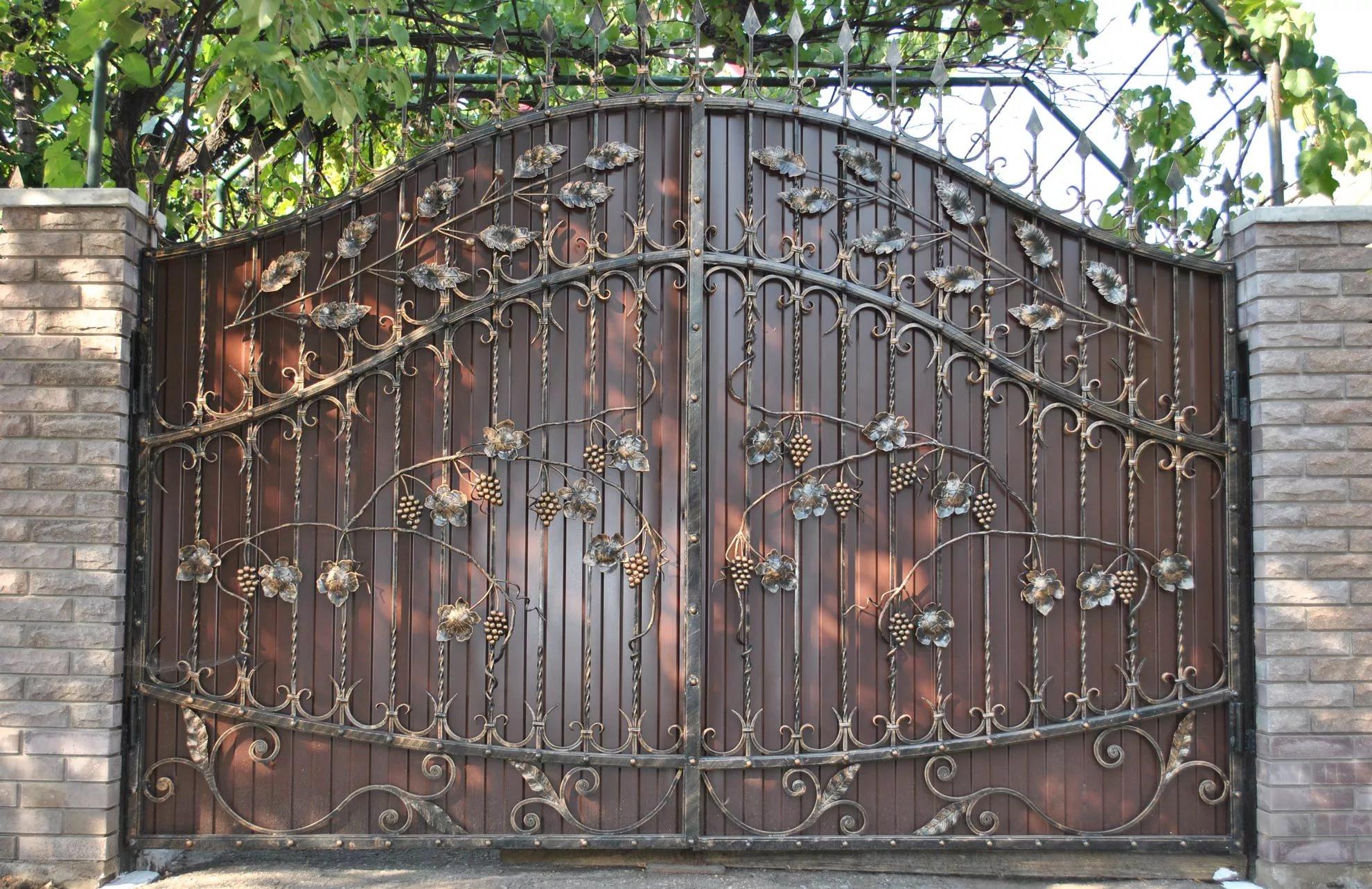 Как сделать кованые калитки в воротах 72