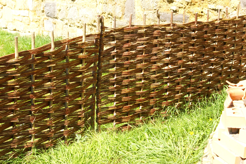Плетёный забор своими руками