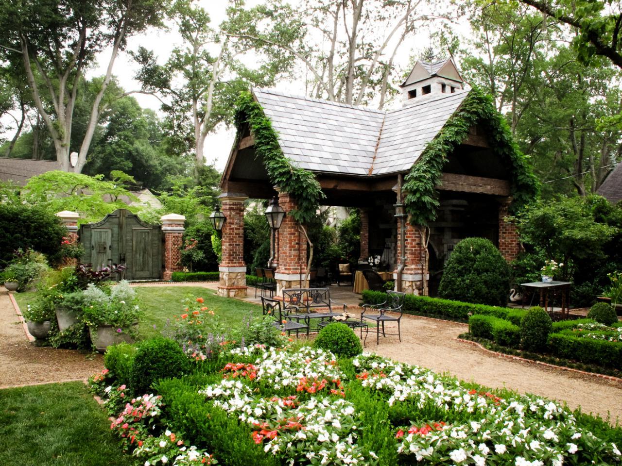 Фото дизайна двора деревенского дома