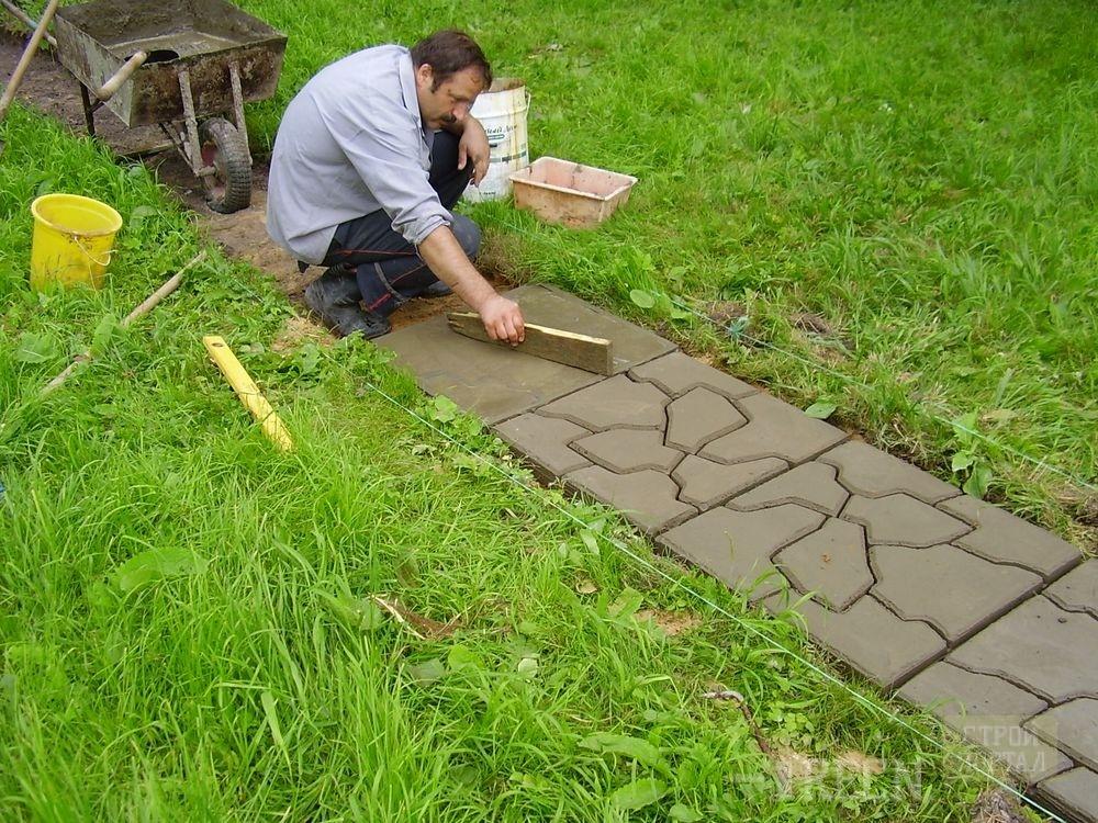 Укладка тротуарной плитки на даче своими руками