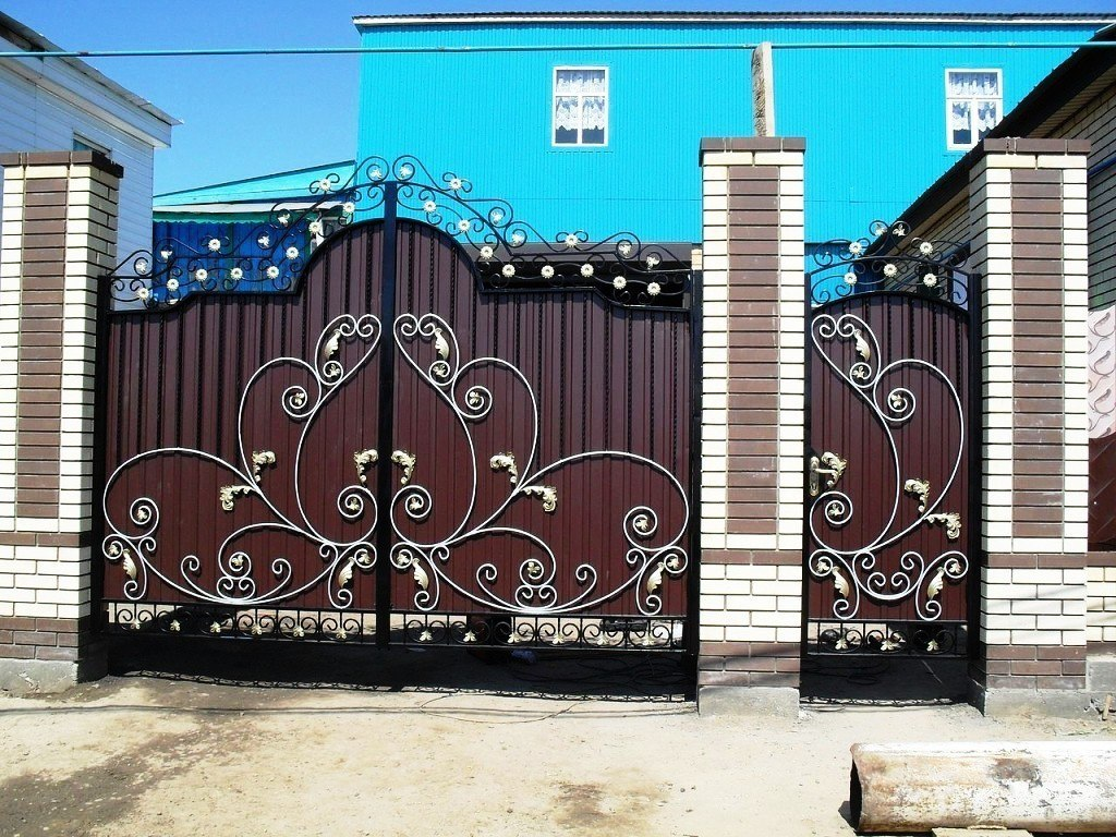 Ворота из профнастила с элементами ковки своими руками фото 214