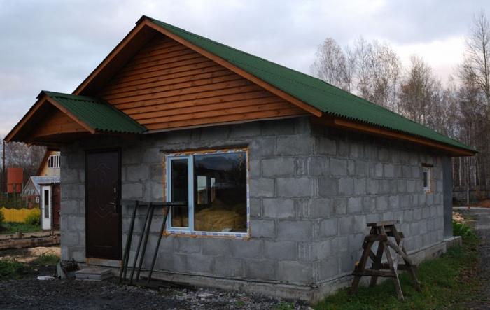 Как построить дачный домик из блоков своими руками фото