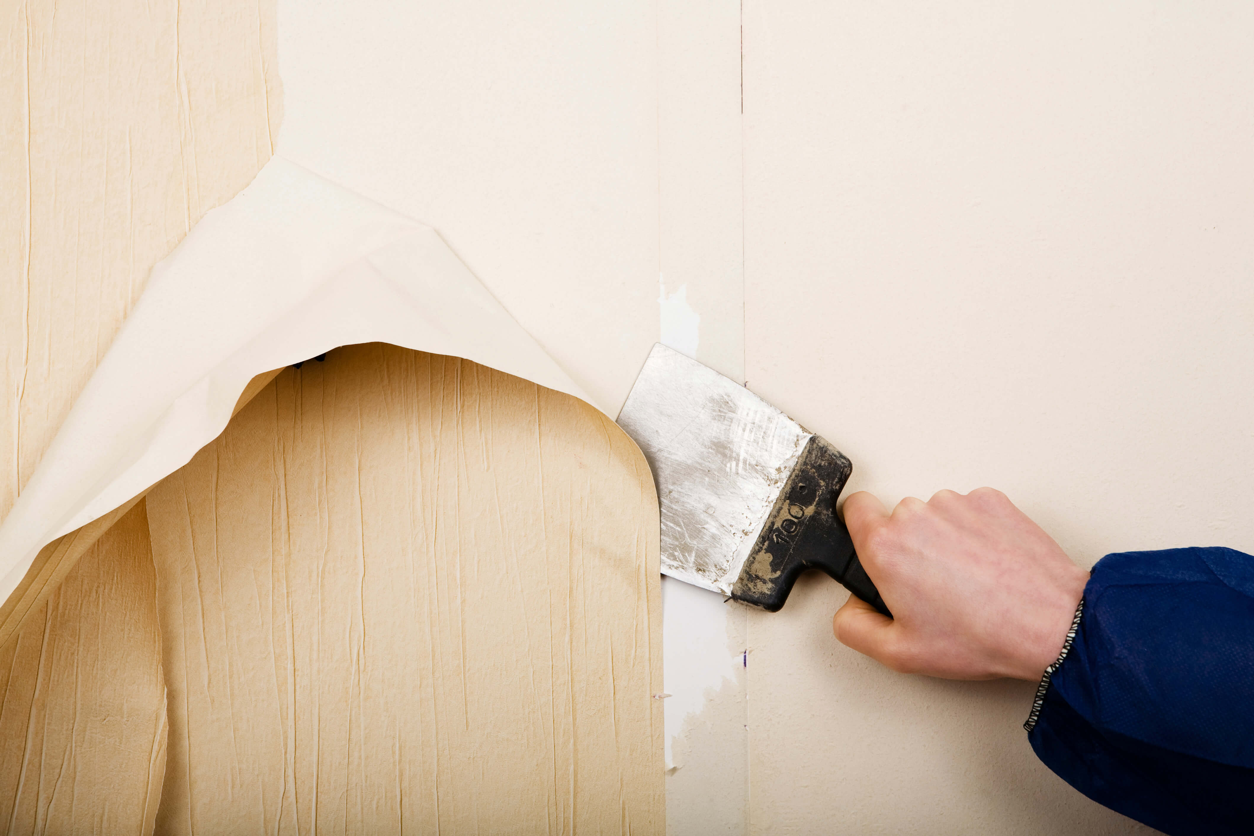 Как быстро снять старые обои со стен в домашних условиях 73