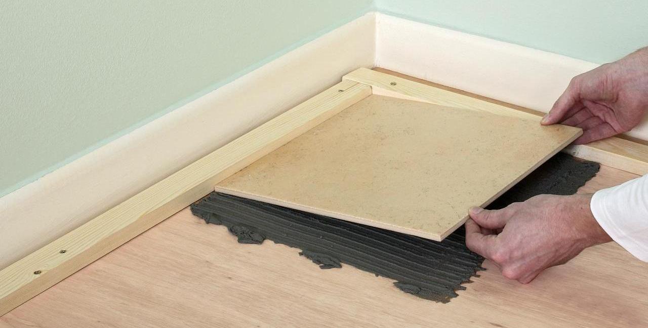 Как положить плитку на деревянный пол тонкости технологии