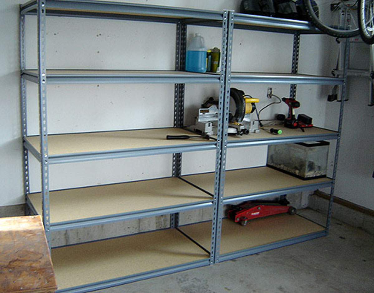 Хозблок гараж из бревен