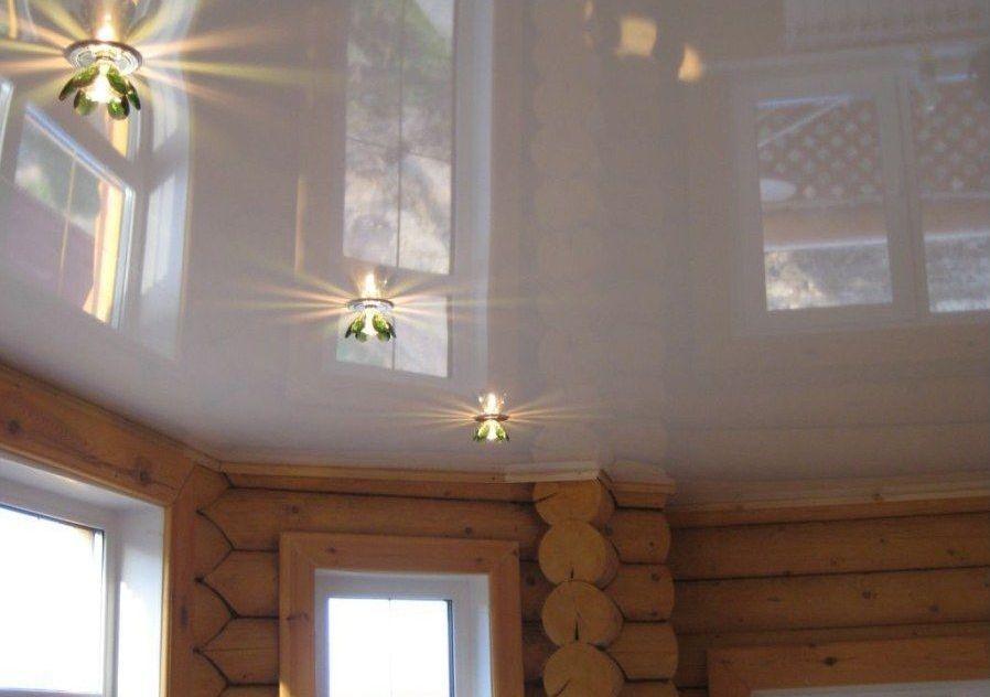 в фото натяжные потолки домах