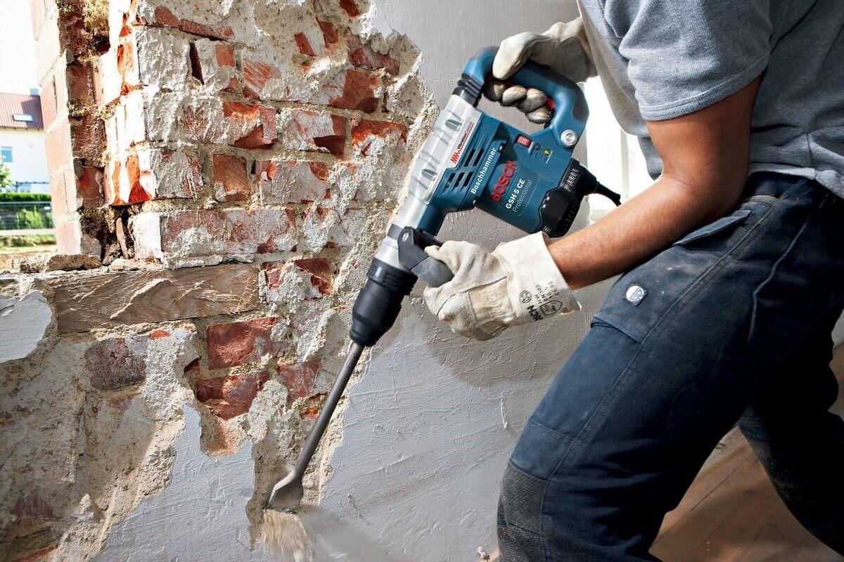 Как очистить стену от штукатурки