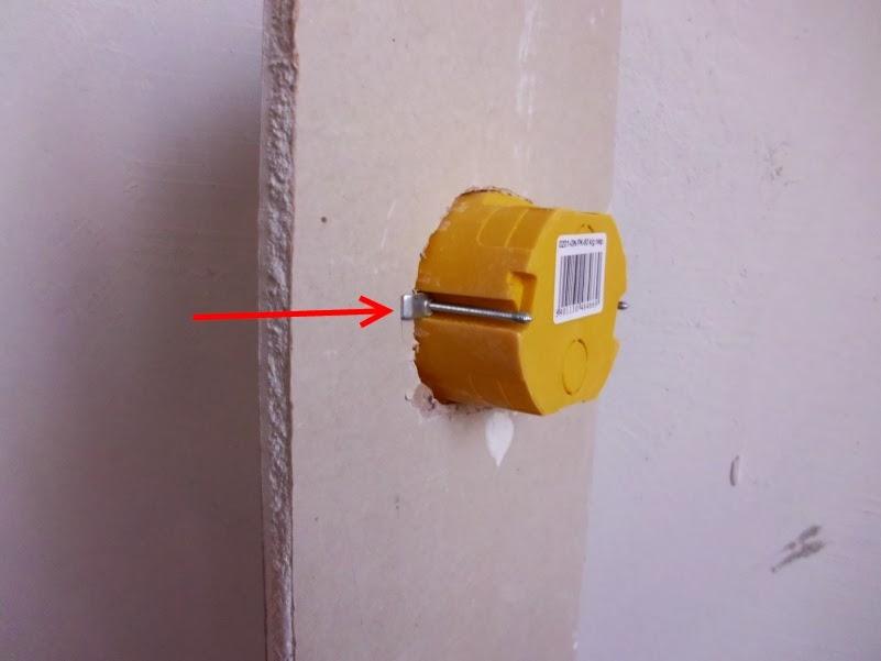 как в пенопластовой стене сделать розетку