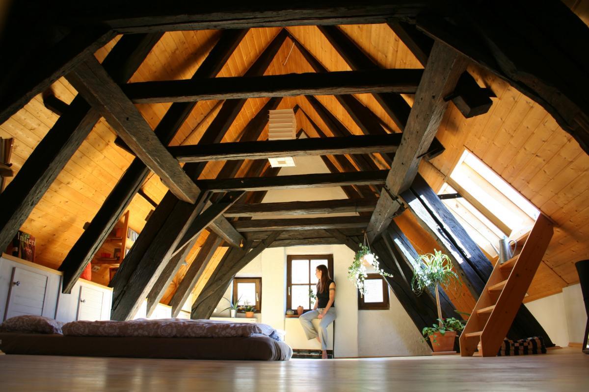 Дизайн мансардного этажа (208 фото): варианты интерьера мансарды в деревянном частном доме, оформление на мансардном этаже