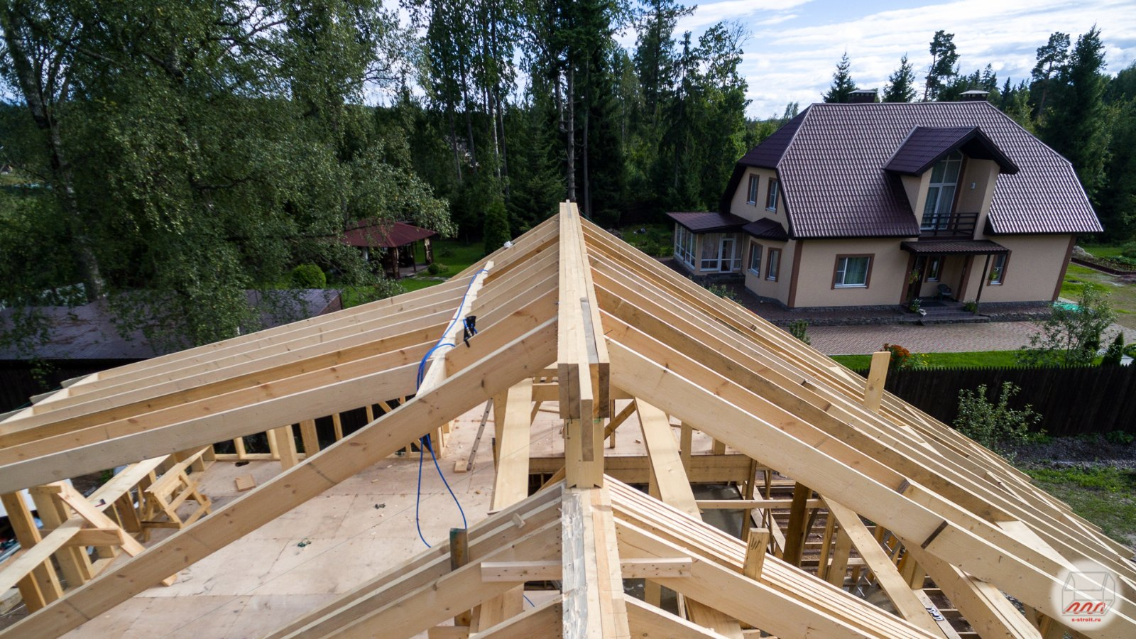 Двухскатная крыша на гараж: обзор конструкции монтажные инструкции 15