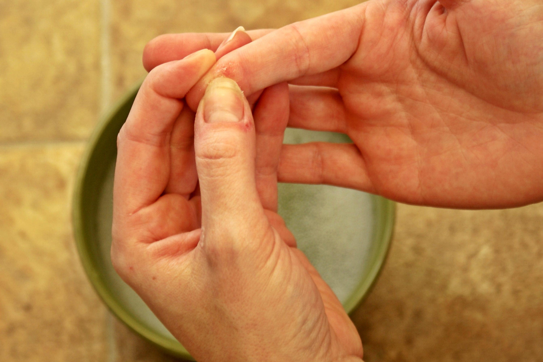 Как удалить клей с рук в домашних условиях 801