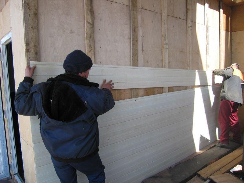 Обшивка деревянного дома профнастилом своими руками с утеплителем 4