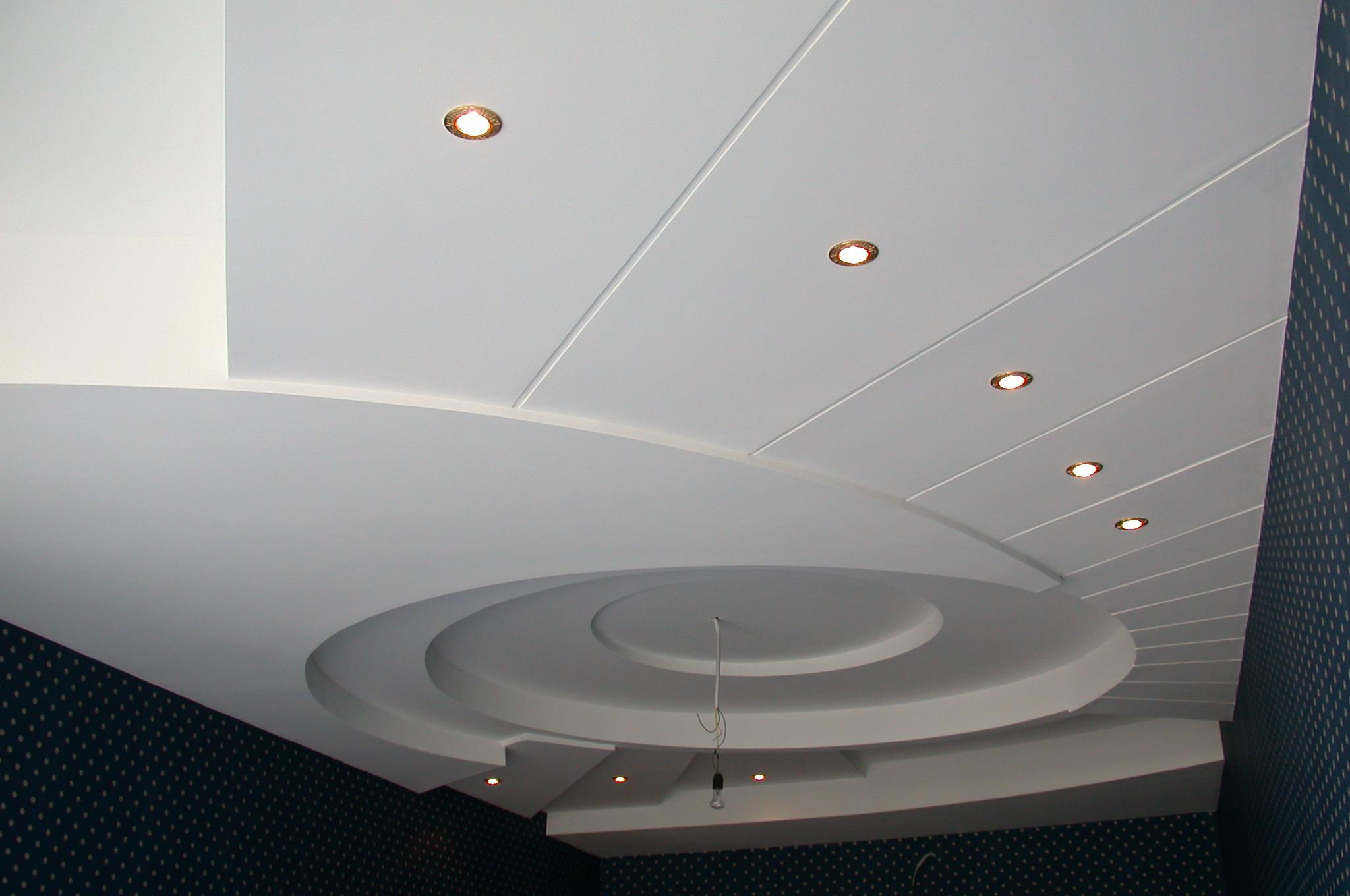 Отделка потолка пластиковыми панелями своими руками видео фото 4