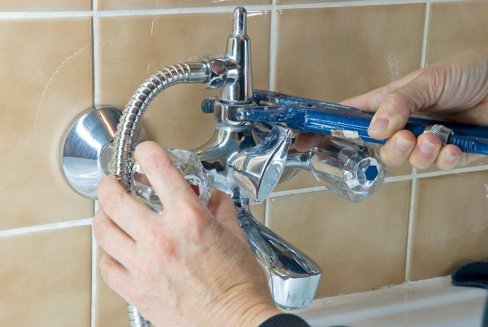 Установка смесителя в ванной: устройство и пошаговое руководство по монтажу. Как установить смеситель в ванной на стену Горизонтальный способ монтажа смесителя