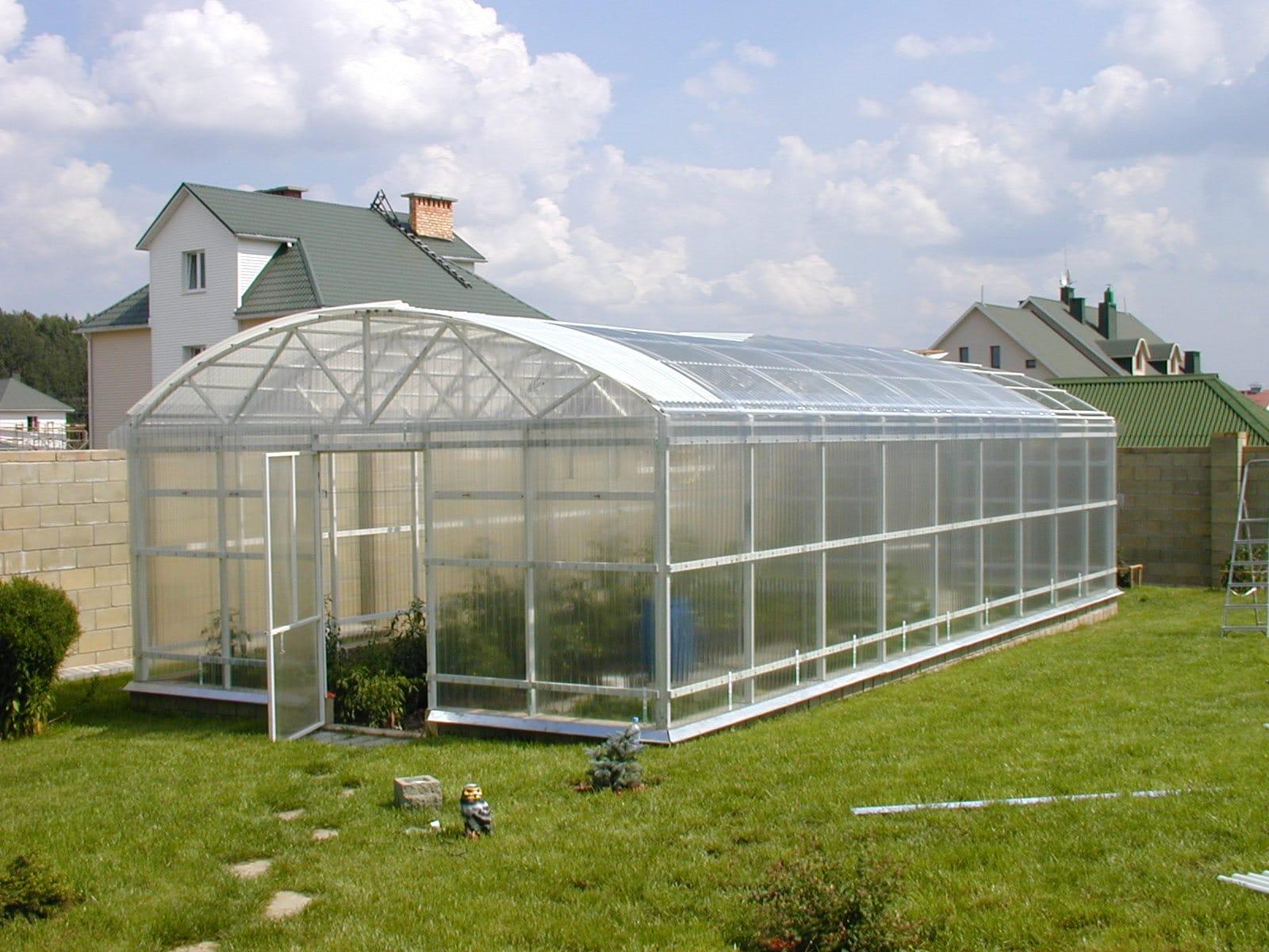 Зимние теплицы (56 фото): как построить варианты с отоплением для зимнего выращивания своими руками, самые лучшие проекты