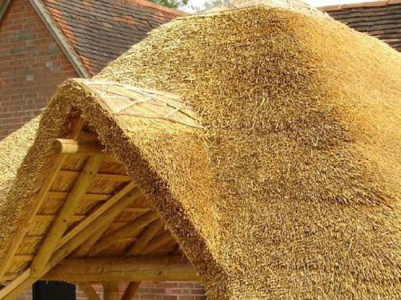 Как сделать крышу из сена