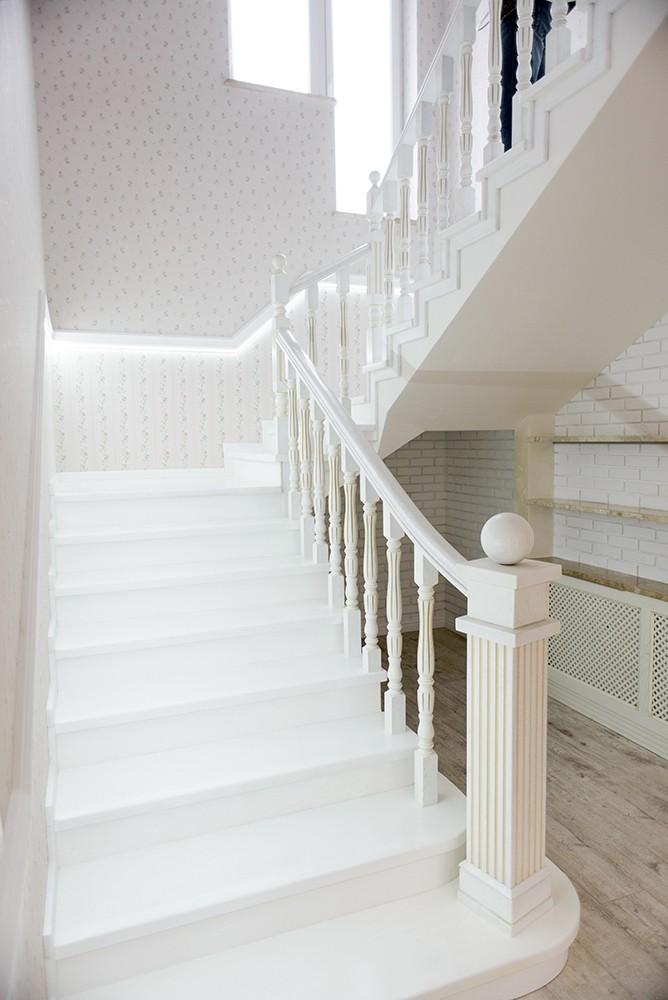 Отделка бетонной лестницы деревом цена от 140 т руб