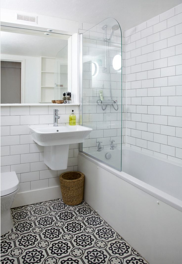 Белая плитка в ванной (66 фото): глянцевый кафель на пол и матовые керамические покрытия под кирпич, чёрно-белый дизайн ванной комнаты