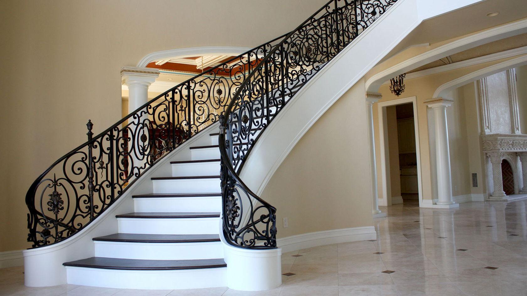 Балясины для лестницы из дерева: обзор, описание, виды