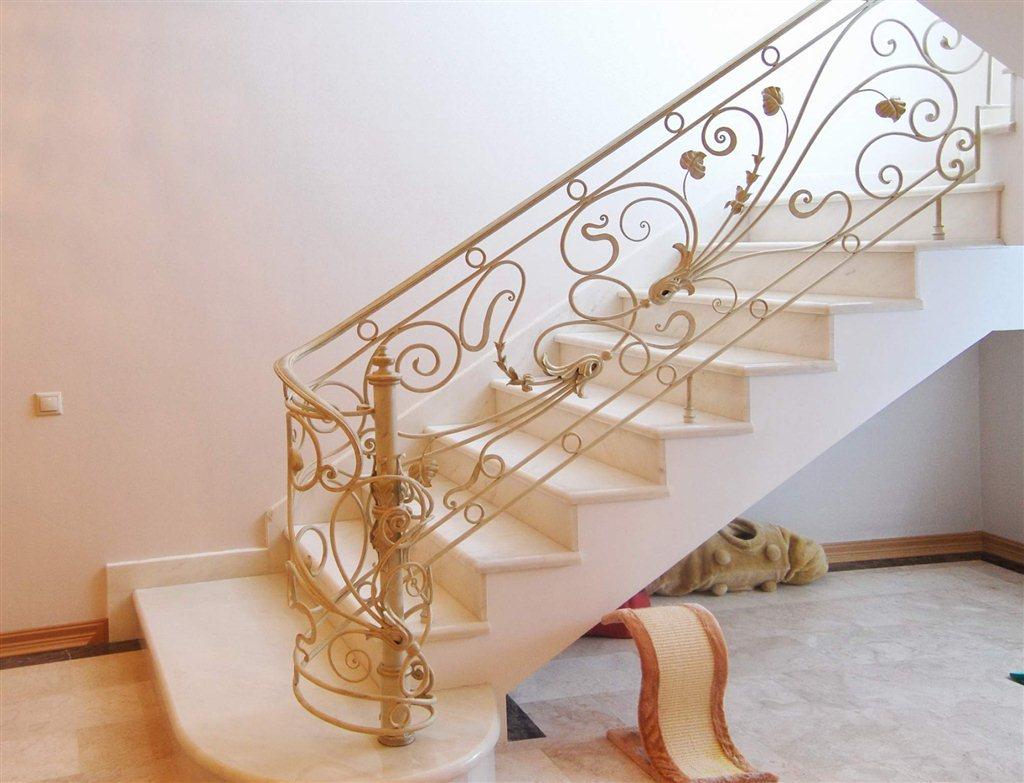 Деревянные лестницы: купить, заказать изготовление в Перми