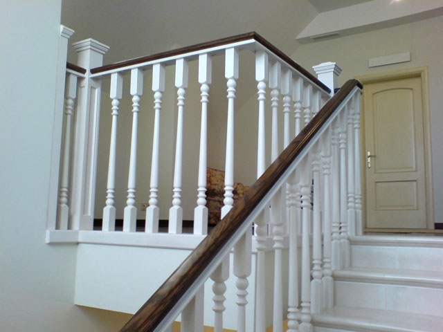 Перила деревянные для лестниц купить или заказать по
