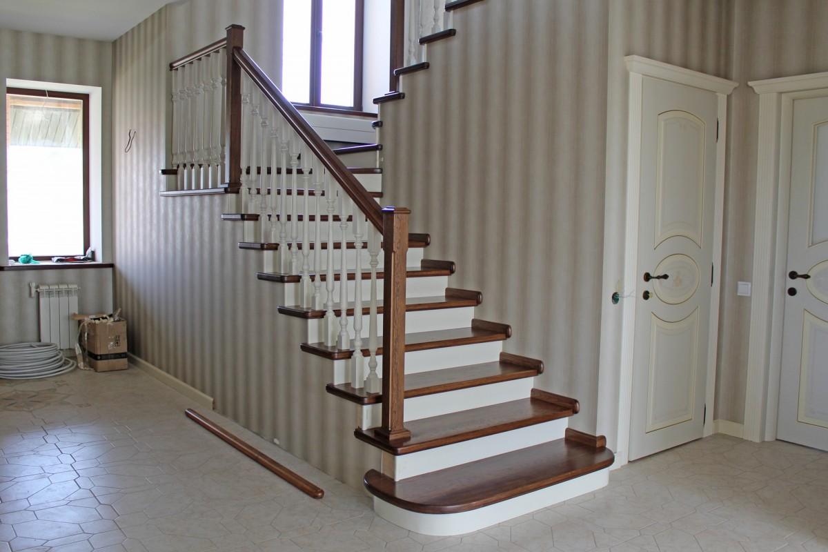 Деревянная лестница на второй этаж: виды изделий, выбор