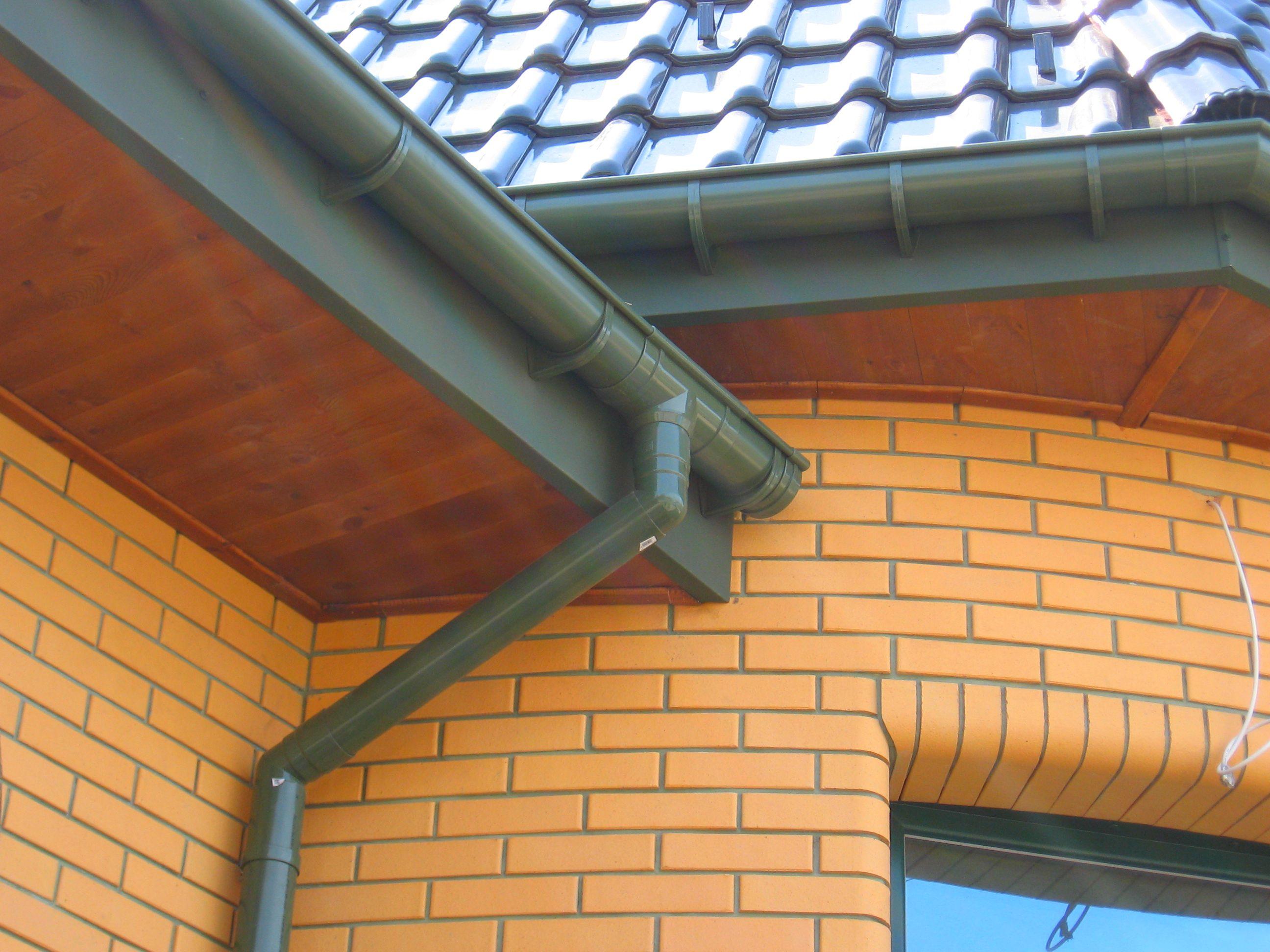 Водостоки для крыши своими руками: как сделать водосточную 92