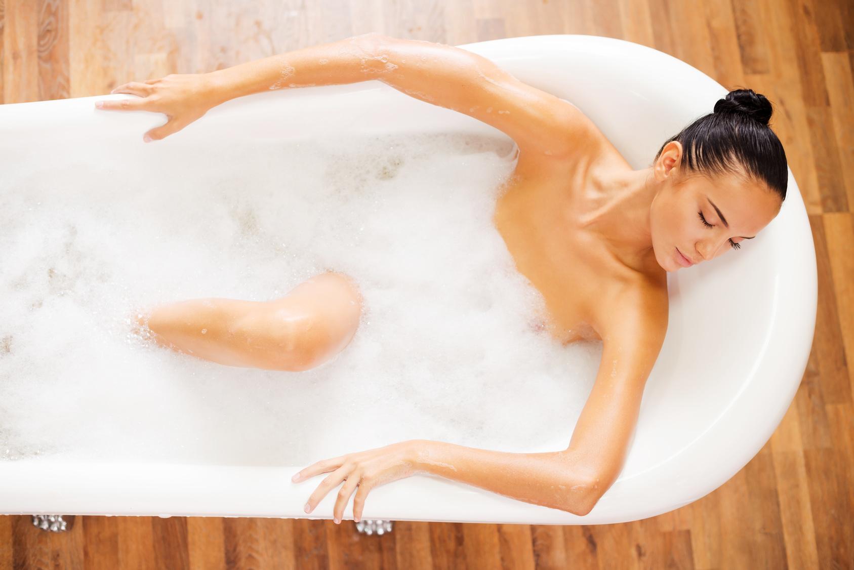 фольклоре жителей пукнувшая девушка в ванной один трамвайчик ещё