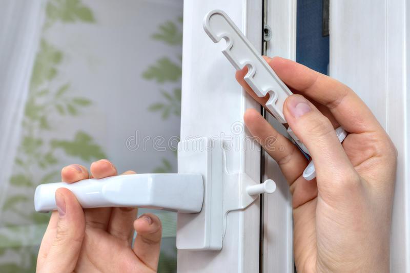 Установка гребёнки на пластиковое окно своими руками 89