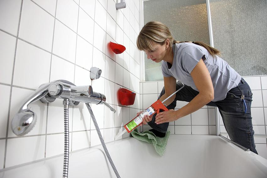 Как устранить протечку между стеной и ванной своими руками 70